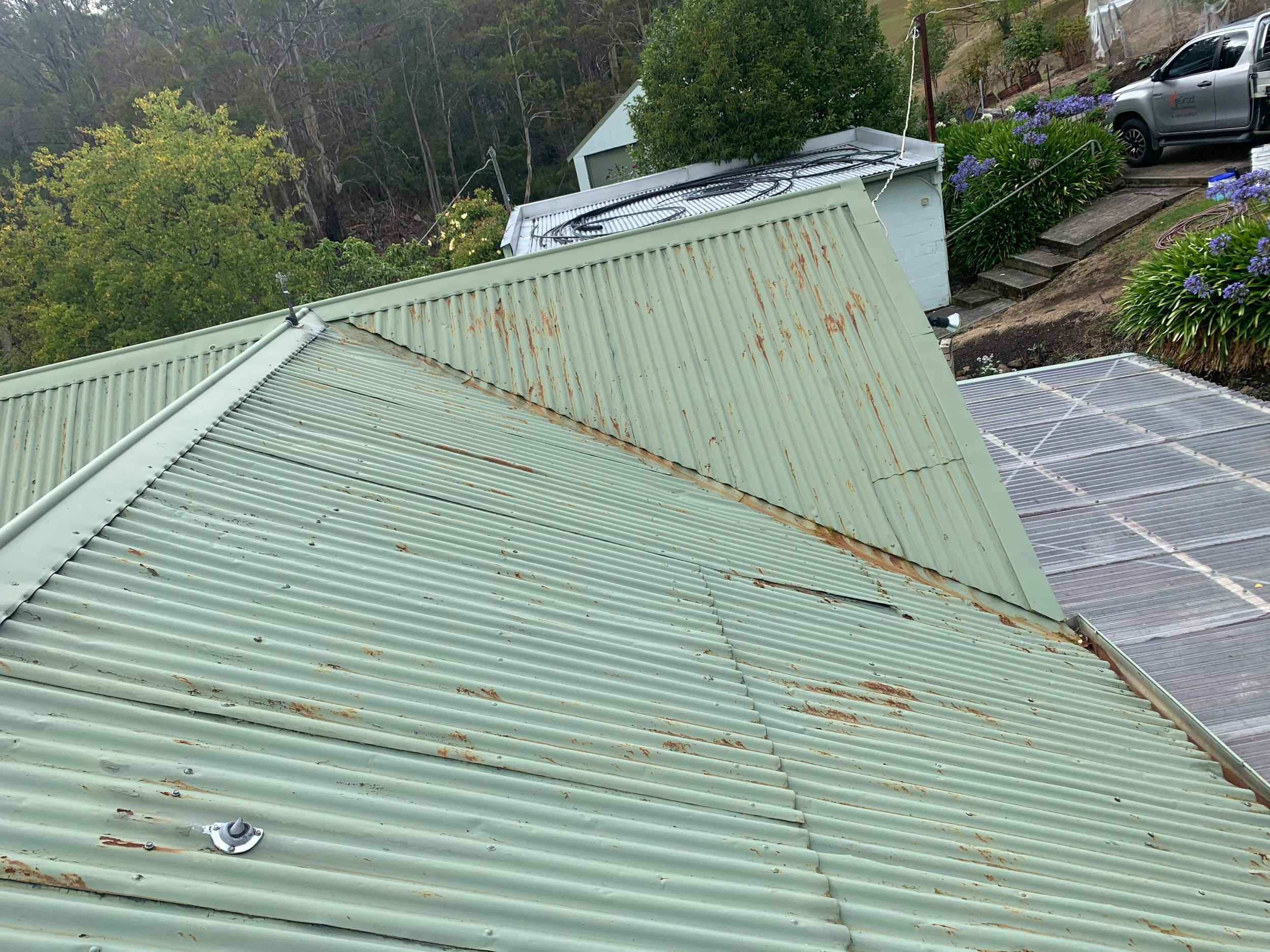 Roof Inspections & Re-screwing hero image